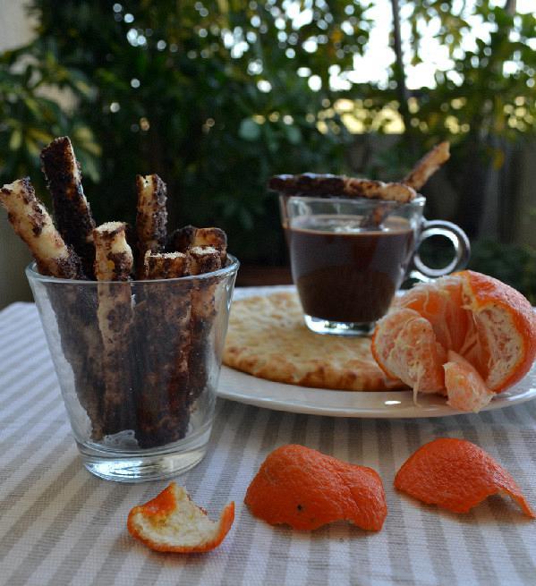 fondue sokolatas me pites gia souvlaki edited